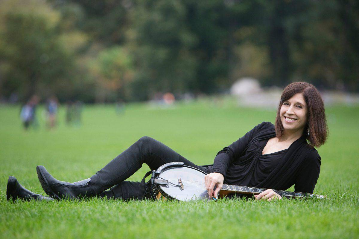 The 'Seriously Cool' Banjo of Cynthia Sayer